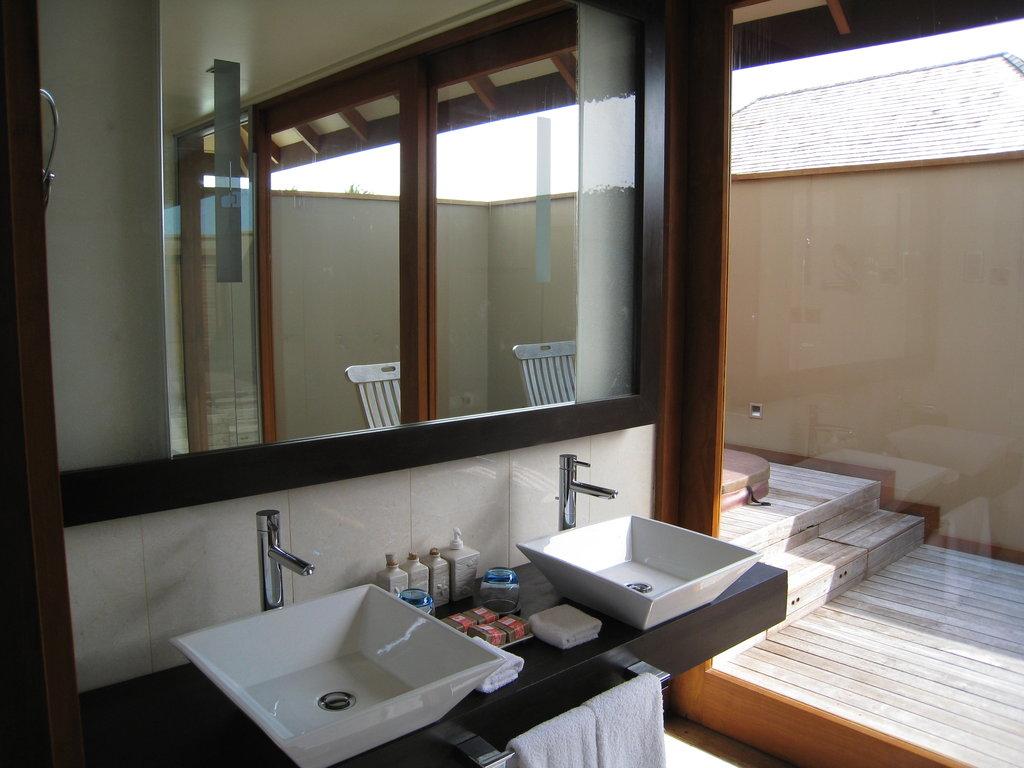 Salle De Bain Bungalow ~ salle de bain d un bungalow deluxe pilotis ou jwv sur veligandu